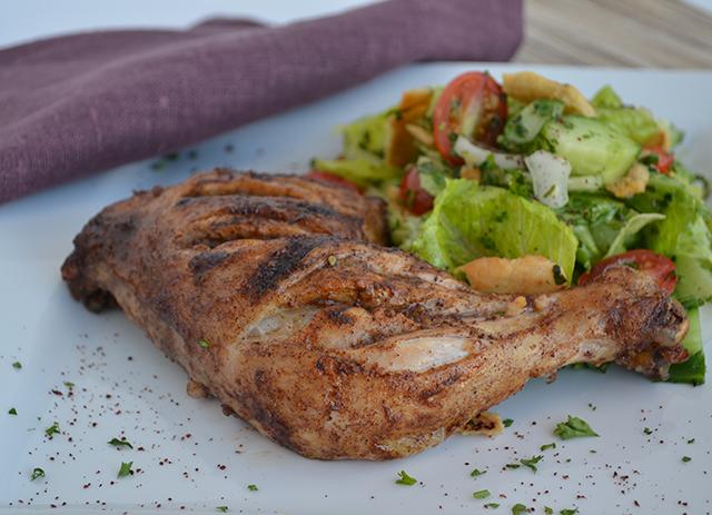 Poulet grillé à la libanaise avec fattouche (salade composée)