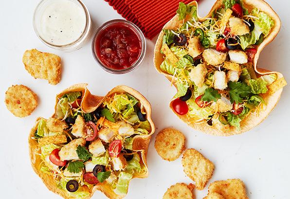 Tortillas en forme de bol garnies de croquettes de poulet Mina🅪 à la façon du Sud-Ouest